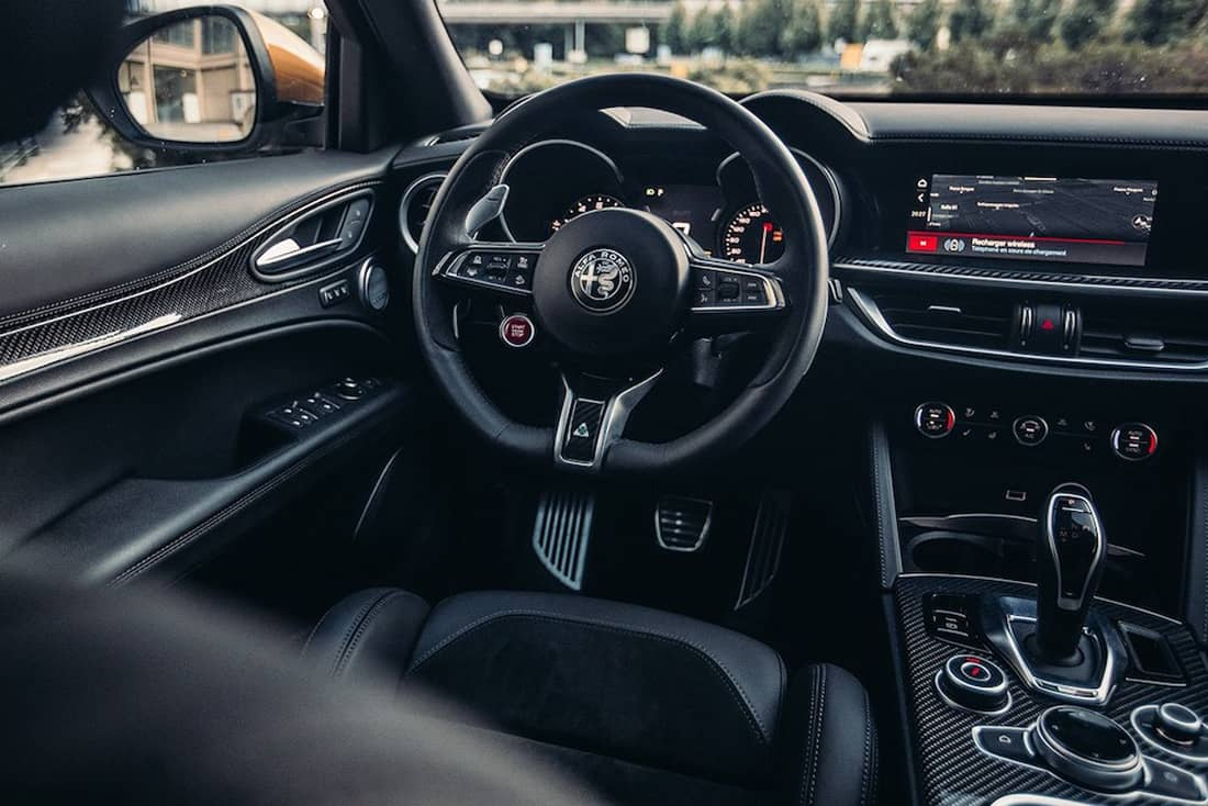 AS24 Test Alfa Romeo Stelvio Quadrifoglio dashboard